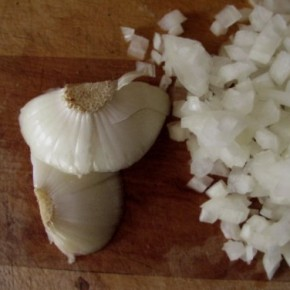 Onion Ends & How to Cut an Onion